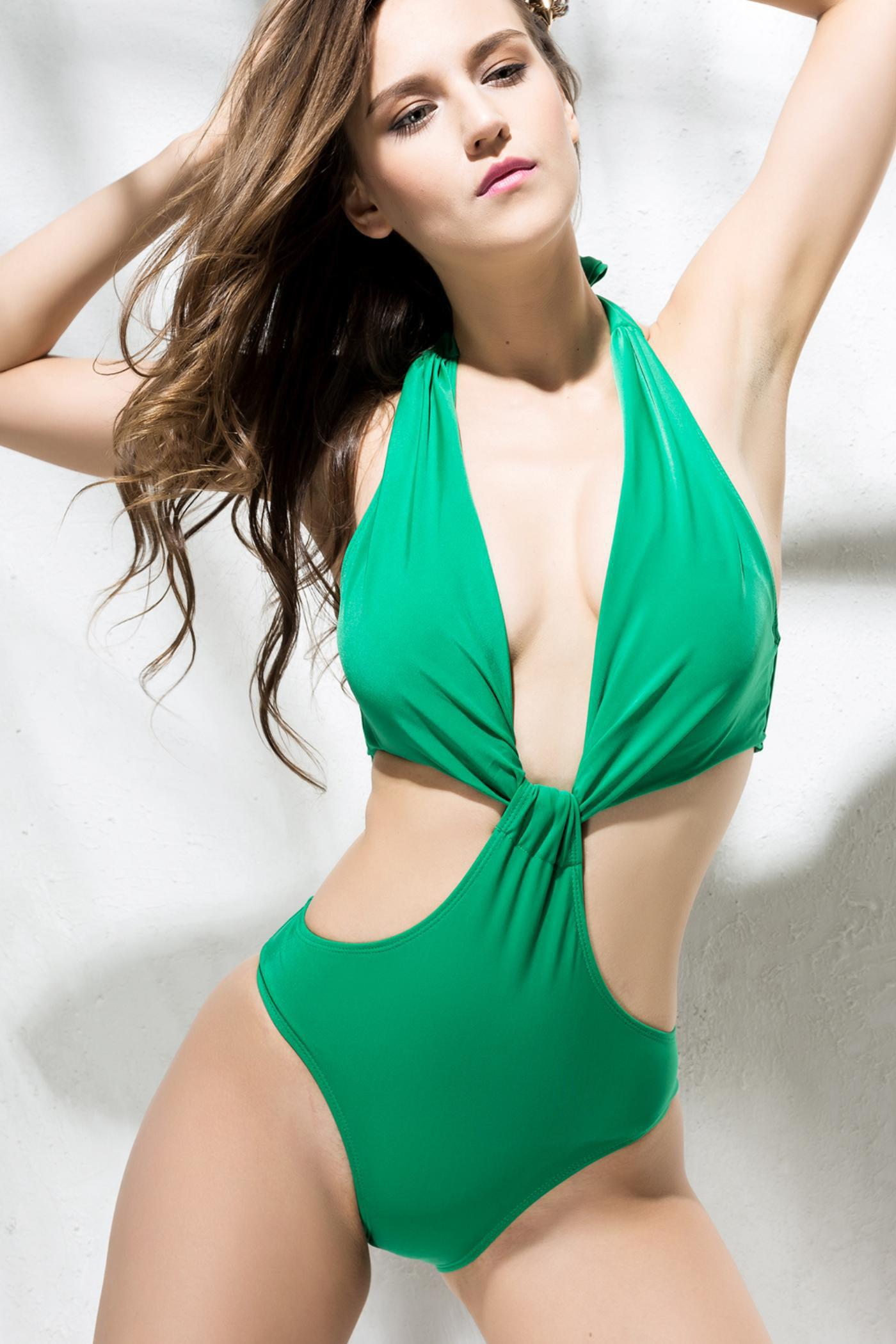 Sexy Halter Hollow Out Women's One-Piece Swimwear - GREEN S