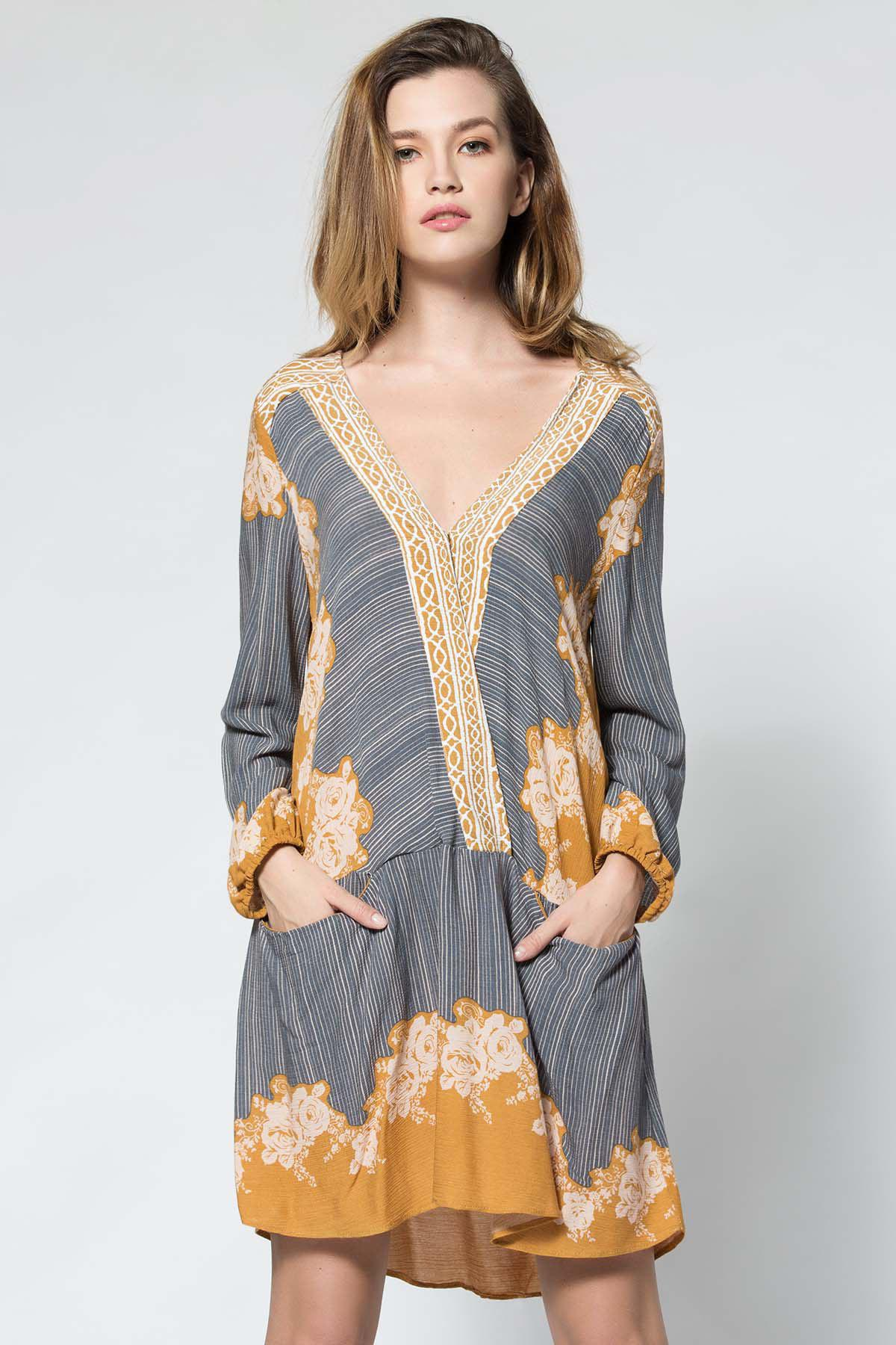 Bohemian Style V-Neck 3/4 Sleeve Floral Print Spliced Pocket Design Loose-Fitting Women's Dress