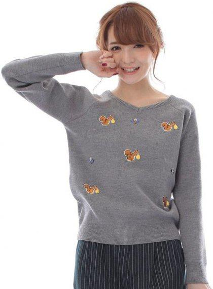 Graceful V-Neck Long Sleeve Cartoon Squirrel Pattern Women's Knitwear - GRAY ONE SIZE(FIT SIZE XS TO M)