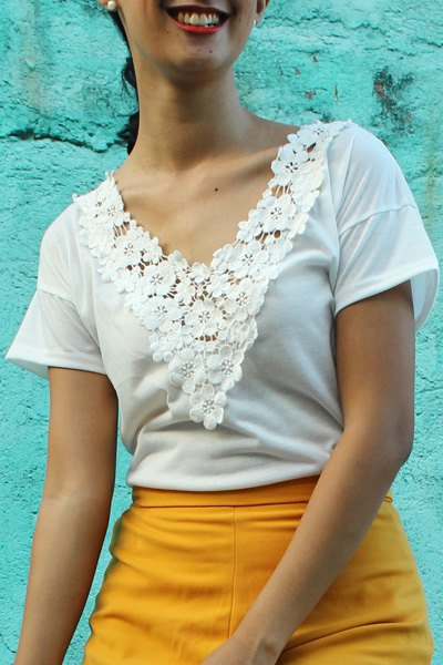 Sweet White V-Neck Lace Spliced Short Sleeve T-Shirt For Women - WHITE XL