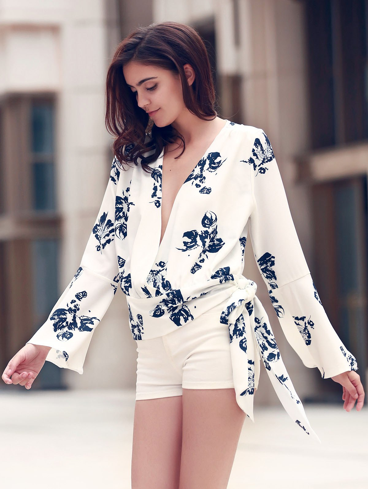 Alluring Women's Plunging Neckline Flare Sleeve Floral Print T-Shirt - S WHITE