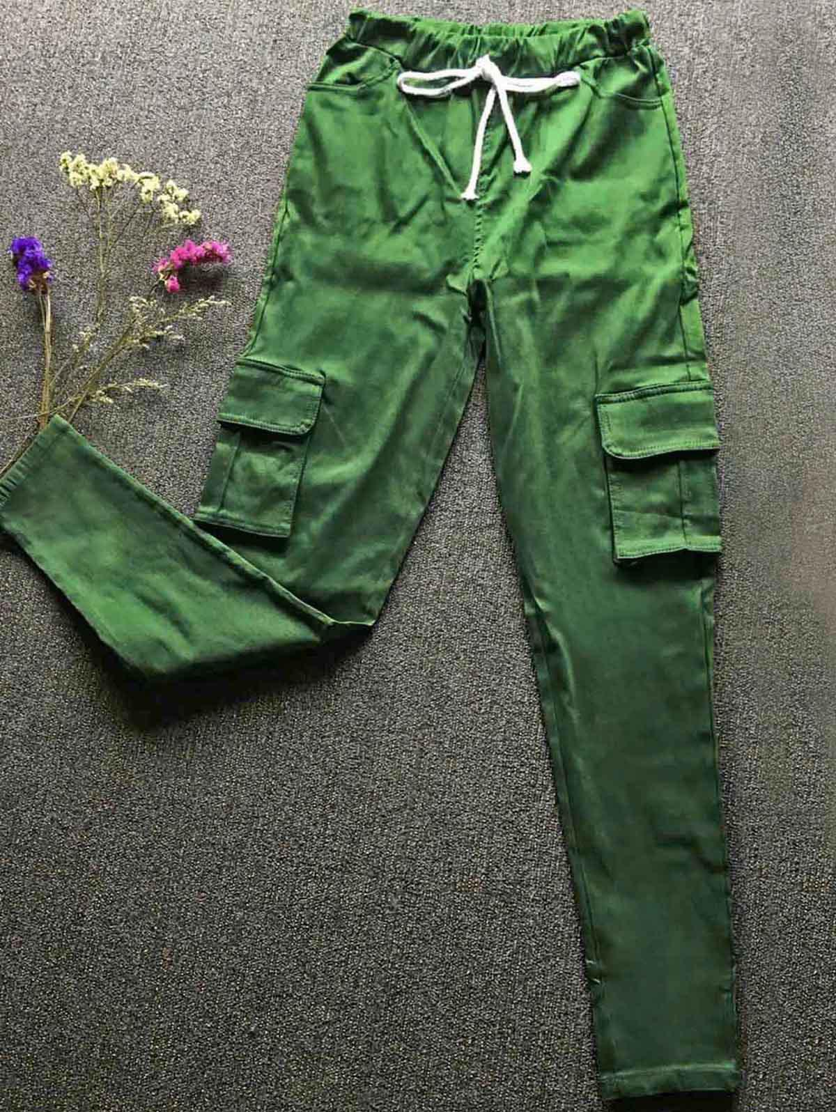 Casual Style Mid Waist Solid Color Slimming Pocket Decorated Women's Pants - GREEN S