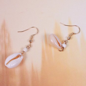 Pair of Shell Shape Hook Earrings - GOLDEN