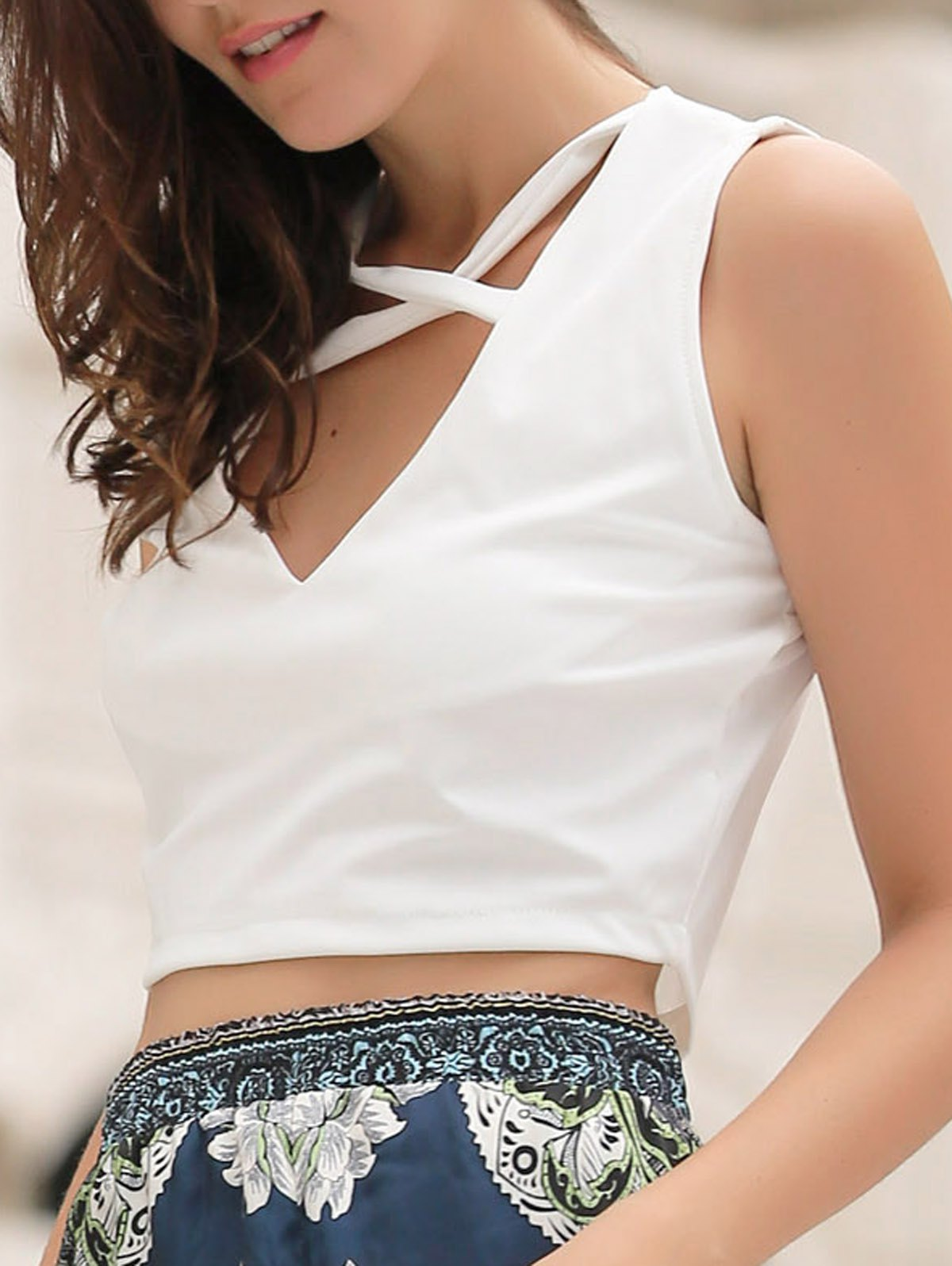 Chic V Neck Sleeveless Solid Color Criss-Cross Women's Crop Top - WHITE XL