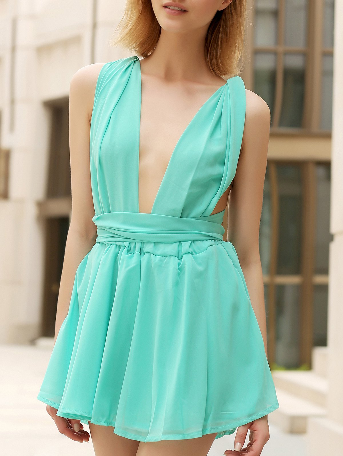 Chic Women's Plunging Neck Criss Cross Solid Color Bowknot Sleeveless Romper - LIGHT GREEN XL