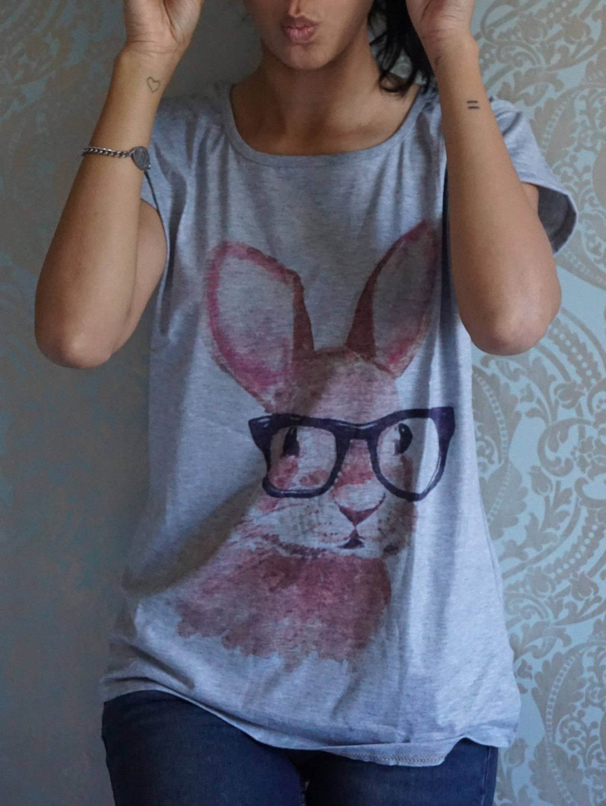 Women's Cute Rabbit In Glasses Pattern Short Sleeves Scoop Neck T-shirt - GRAY ONE SIZE