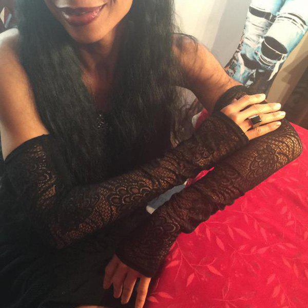 Pair of Chic Women's Hollow Lace Arm Sleeves - BLACK