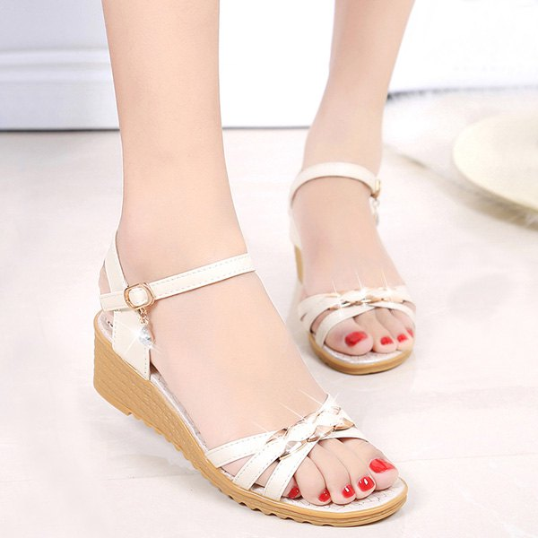 Casual Metal and Low Heel Design Women's Sandals - OFF WHITE 39