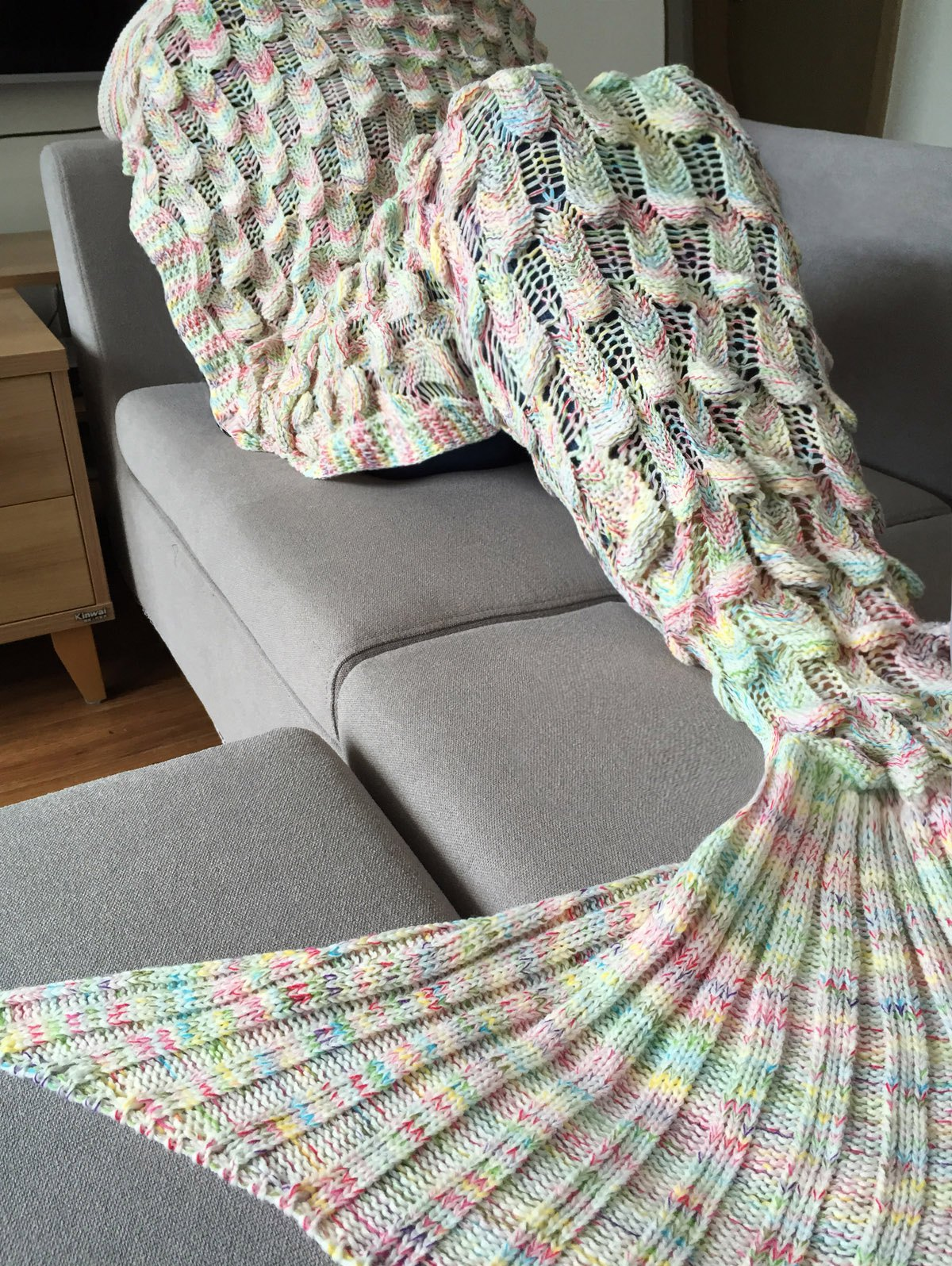 Fashionable Fish Scale Shape Mermaid Tail Design Knitting Blanket For Adult