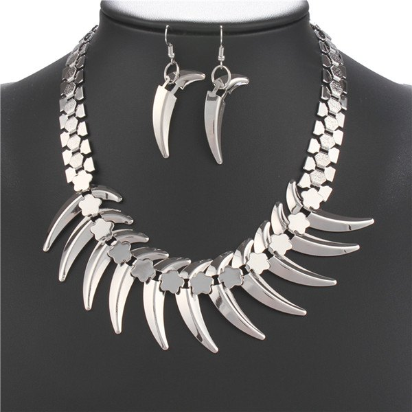 A Suit of Fashionable Wolf Tooth Shape Necklace and Earrings For Women - SILVER