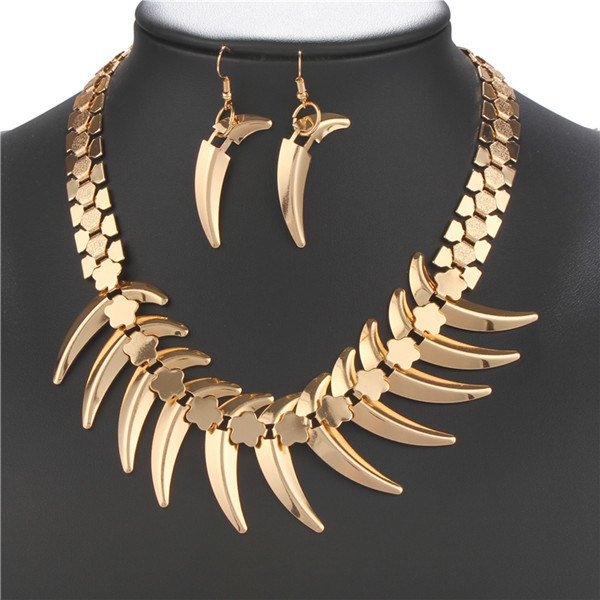 A Suit of Wolf Tooth Alloy Necklace and Earrings - GOLDEN