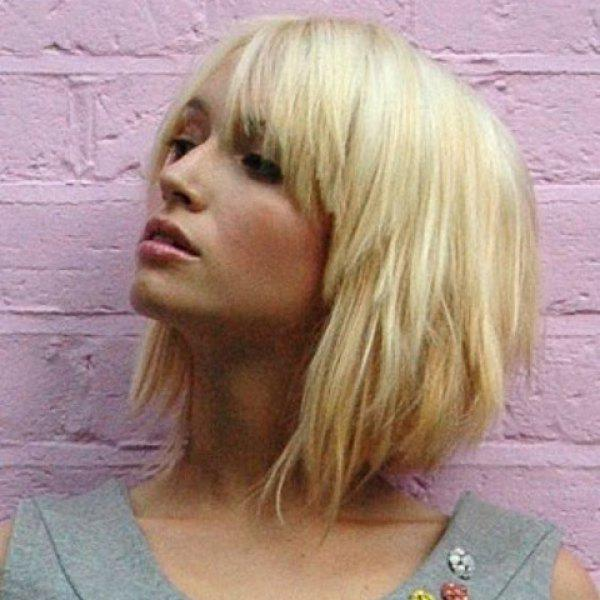 Women\'s Short Golden Ombre Layered Straight Side Bang Faddish Synthetic Hair Wig