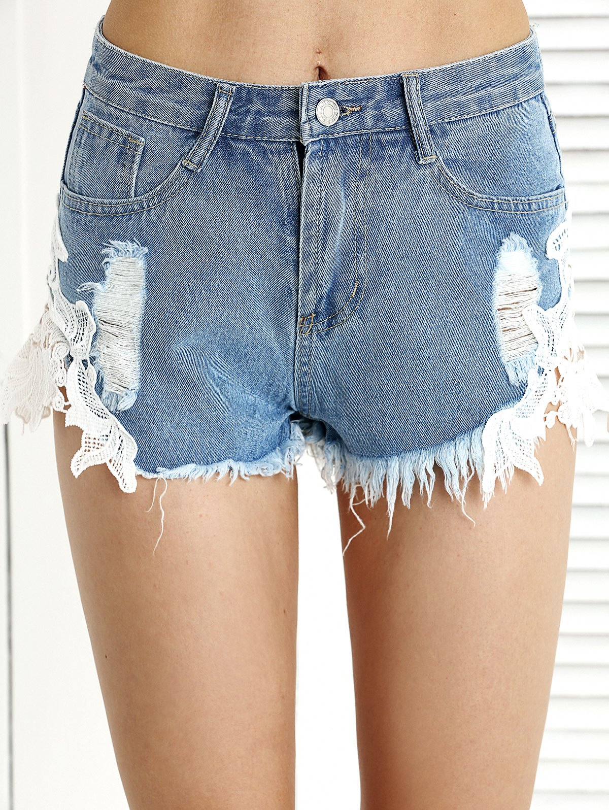 Trendy Ripped Fringe Lace Spliced Denim Shorts - LIGHT BLUE L