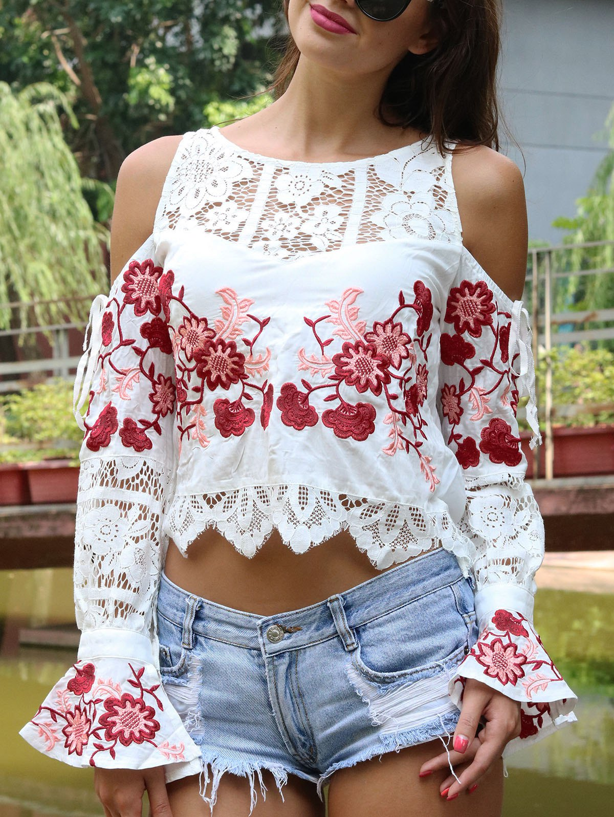 Sweet Women's Floral Embroidered Cold Shoulder Crop Top - WHITE S