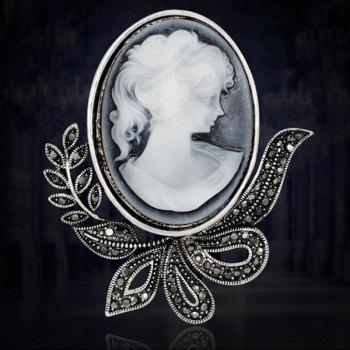 Leaf Embossed Figure Brooch