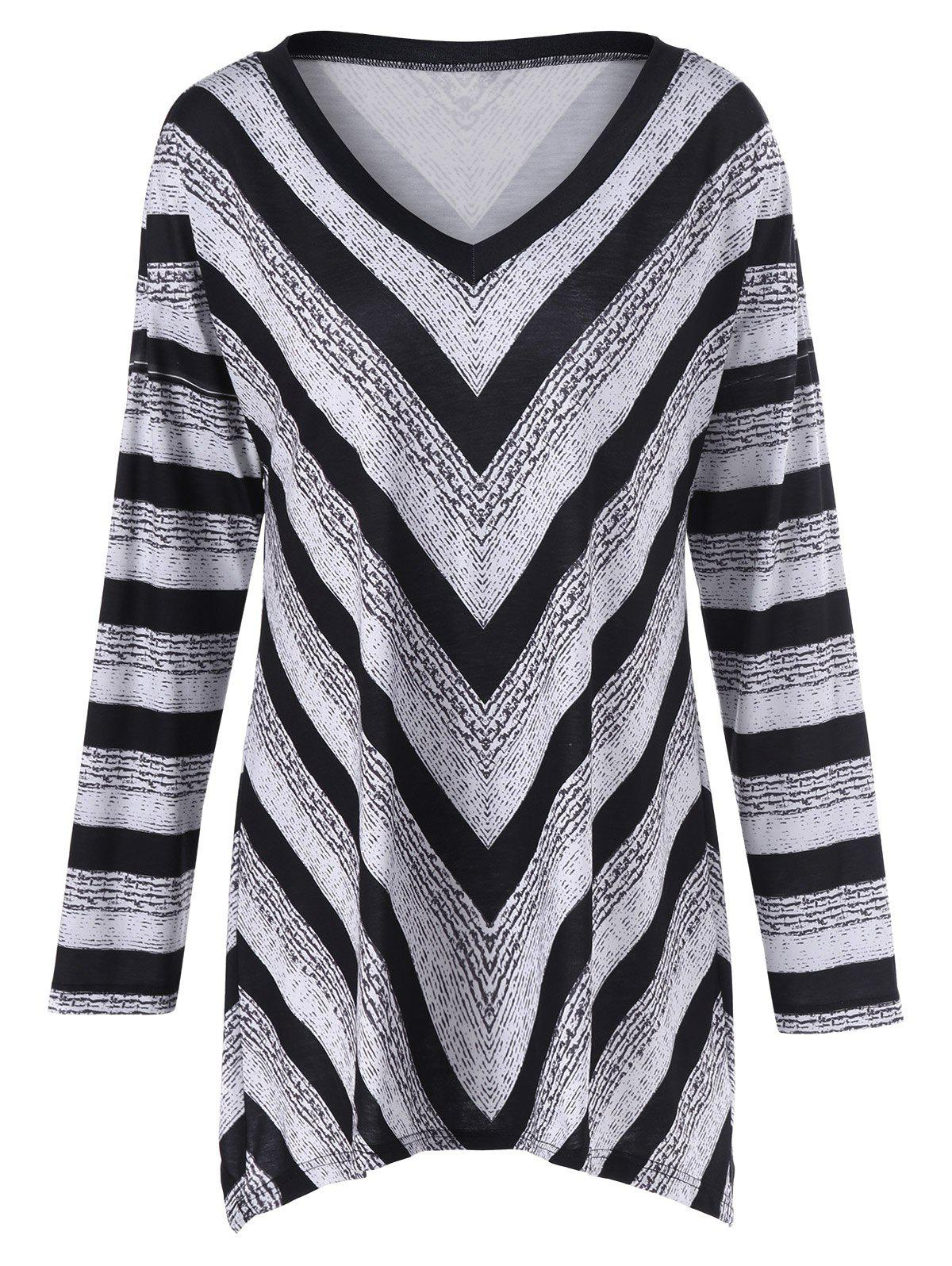 Plus Size Tunic Striped T-ShirtWomen<br><br><br>Size: 5XL<br>Color: WHITE AND BLACK