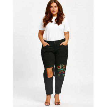 Plus Size Flower Embroidery Ninth Destroyed Jeans - BLACK 2XL