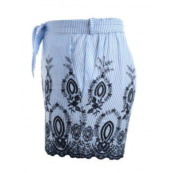 Plus Size Embroidery Striped Scalloped Shorts - LIGHT BLUE L