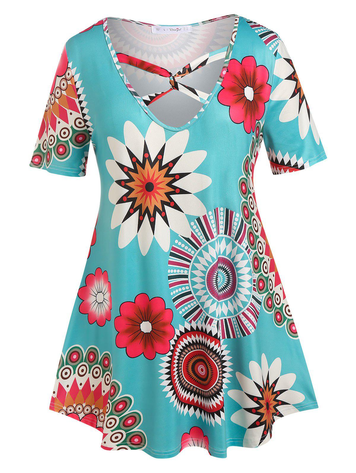 Plus Size Floral Print Twisted Tee - LIGHT BLUE 1X