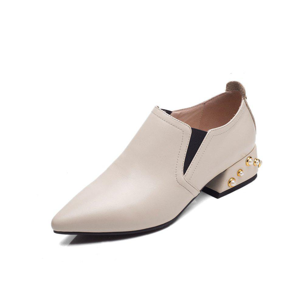 Rivet Covers with Deep Pointed Toes and Women's Shoes - WHITE 39